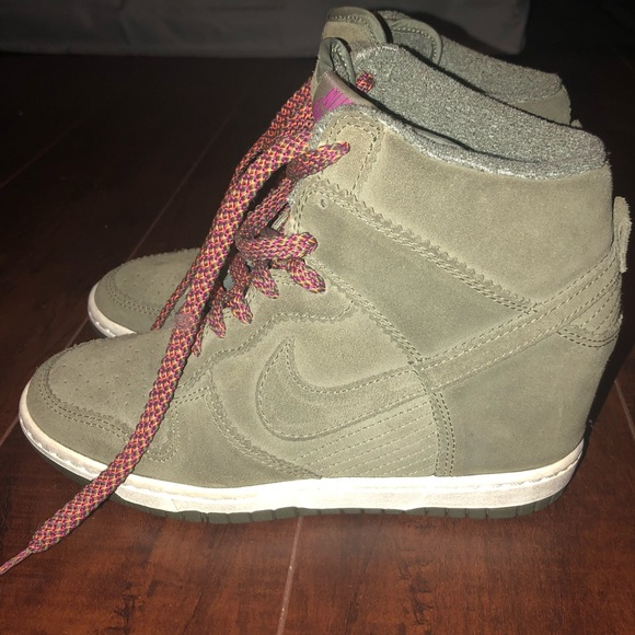 nike dunk sky-high wedge sneakers in olive green